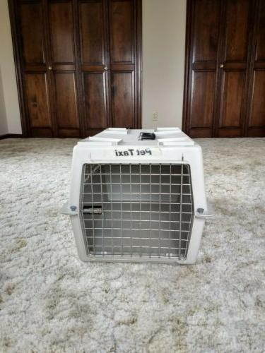 Portable Cat Plastic Carrier Chrome Door Carrier